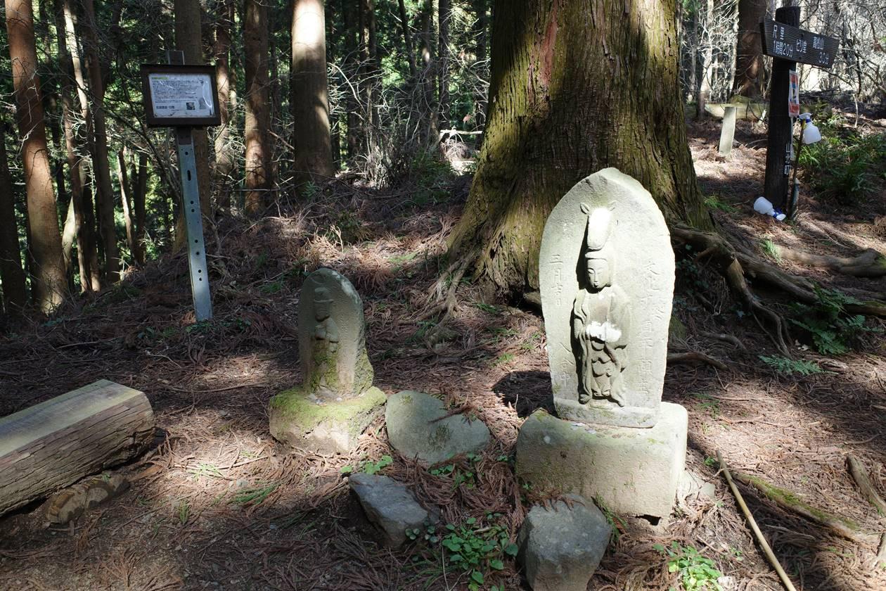 高松山・ビリ堂の石仏