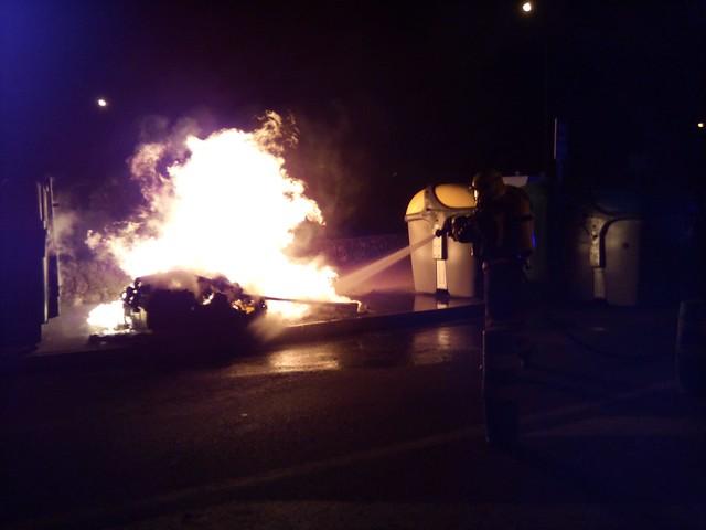 Incendios de cinco vehículos y tres contenedores en Arrecife (26-02-20)