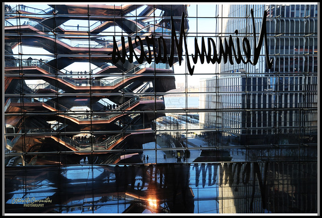 EFECTO DE REFLEJO. REFLCTION EFFECT. NEW YORK CITY.