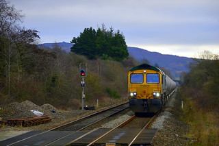 66618 is seen approaching Bamford with the 6M89 Dewsbury to Earles Sidings, 9th Jan 2020.