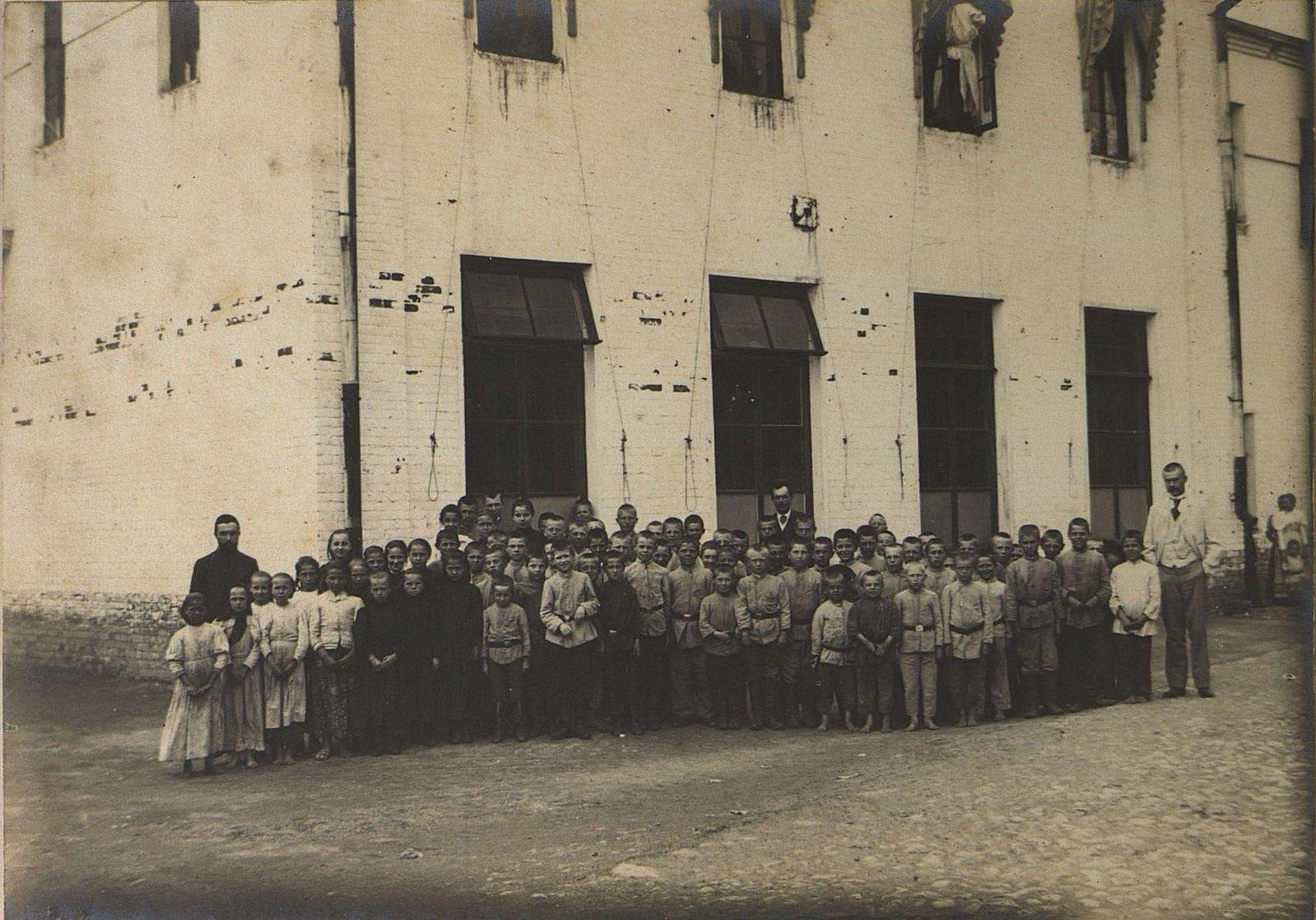 31. Ученики фабричной школы