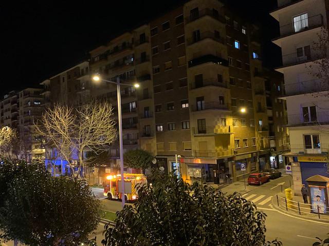 Bomberos en la avenida de Portugal.  (9)