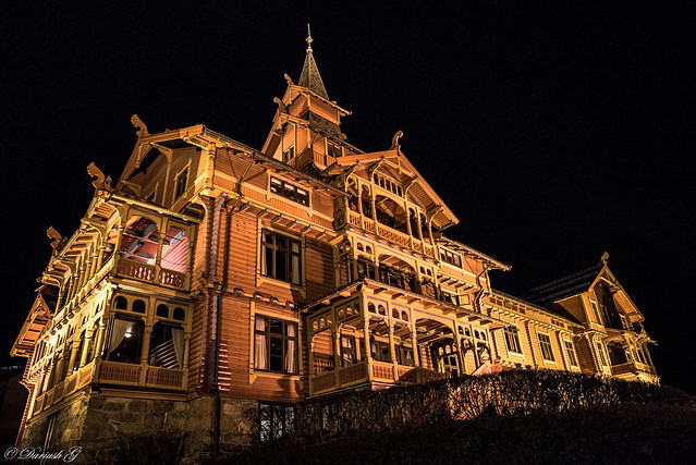 Scandic Holmenkollen at night...