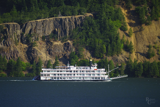 Riverboat on the Mighty Columbia