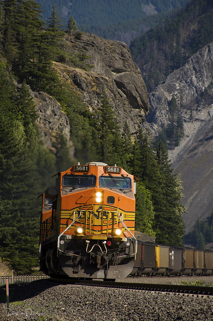 BNSF 5681 West at Home Valley