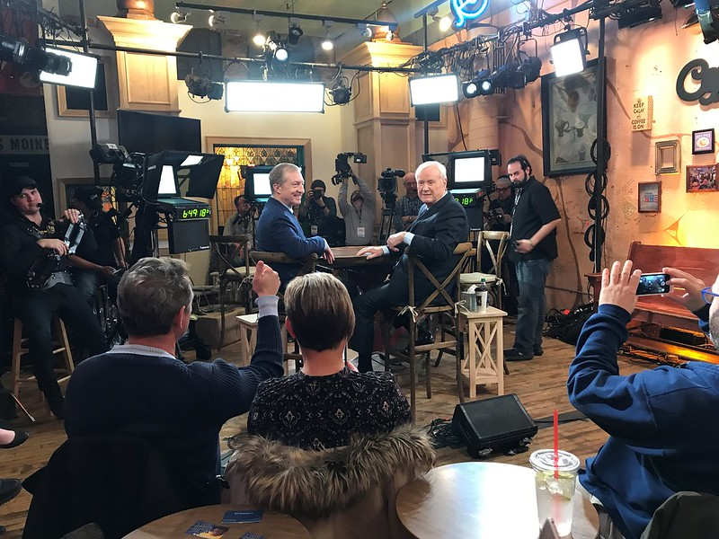 Tom Steyer and Chris Matthews in Des Moines, 2020 Iowa Caucus
