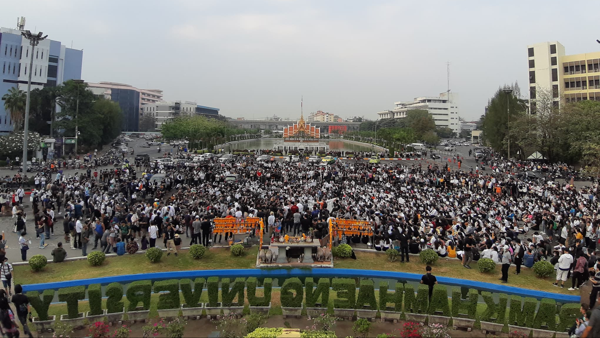A bird-eye view of the demonstration at Ramkhamhaeng University on 27 February showing the thousands of protestors filling the plaza.