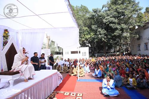 Satguru Mata blessing the devotees
