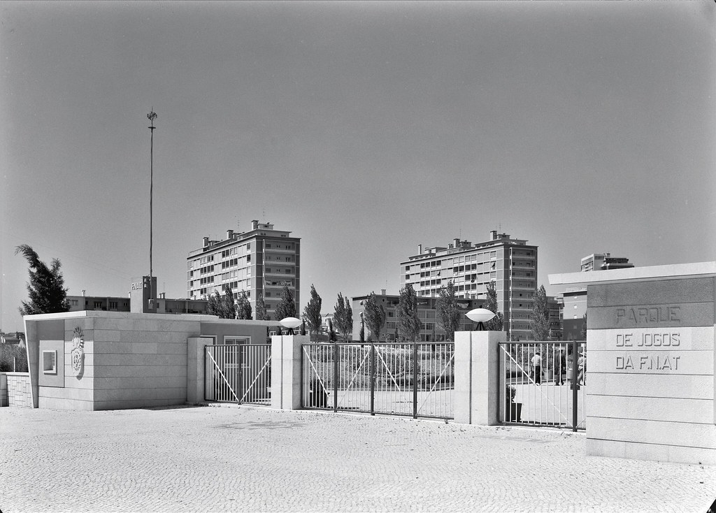 Campo da F.N.A.T., Lisboa, [s.d.]. Fotografia: Mário de Novaes, in Bibliotheca d' Arte da F.C.G.