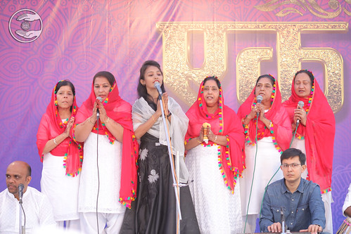 Group song by Pooja Ji and Party, Vallab Vidhya Nagar GJ
