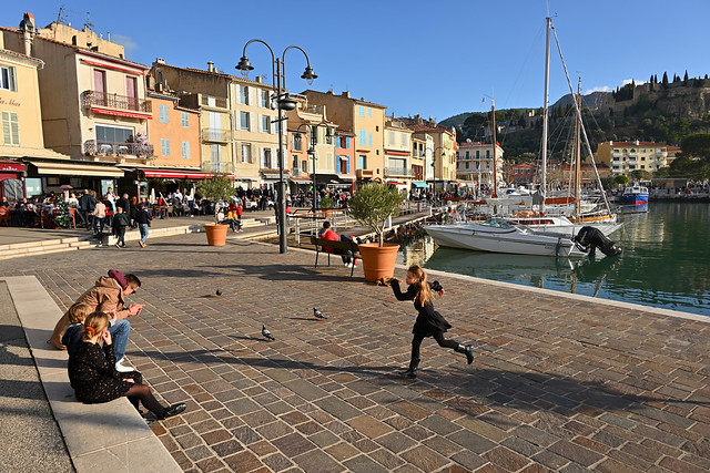 Cassis harbour /  The child