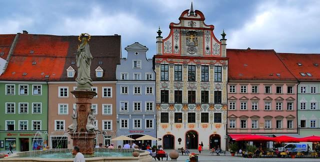 Landsberg (Bayern, D) – Place de l'ancienne mairie et fontaine