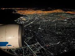 Salir de viaje es hermoso. Volver también. Buenos Aires antes de las 4am con más luces prendidas que gente despierta. Tomada en la aproximación a Ezeiza con el #a330 de @aerolineas_argentinas que nos trajo de Madrid La reina del Plata! @buenosaires  #arge