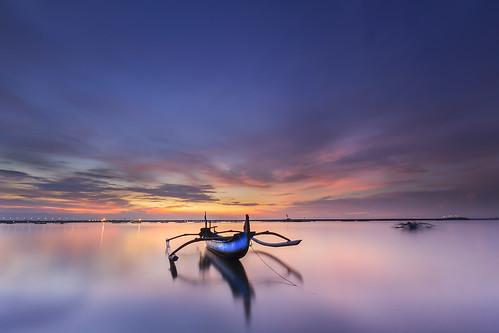 seascape waterscape seashore seatide water sea horizon boat jukung bali indonesia longexposure dawn earlymorning sunrise fishermanboat
