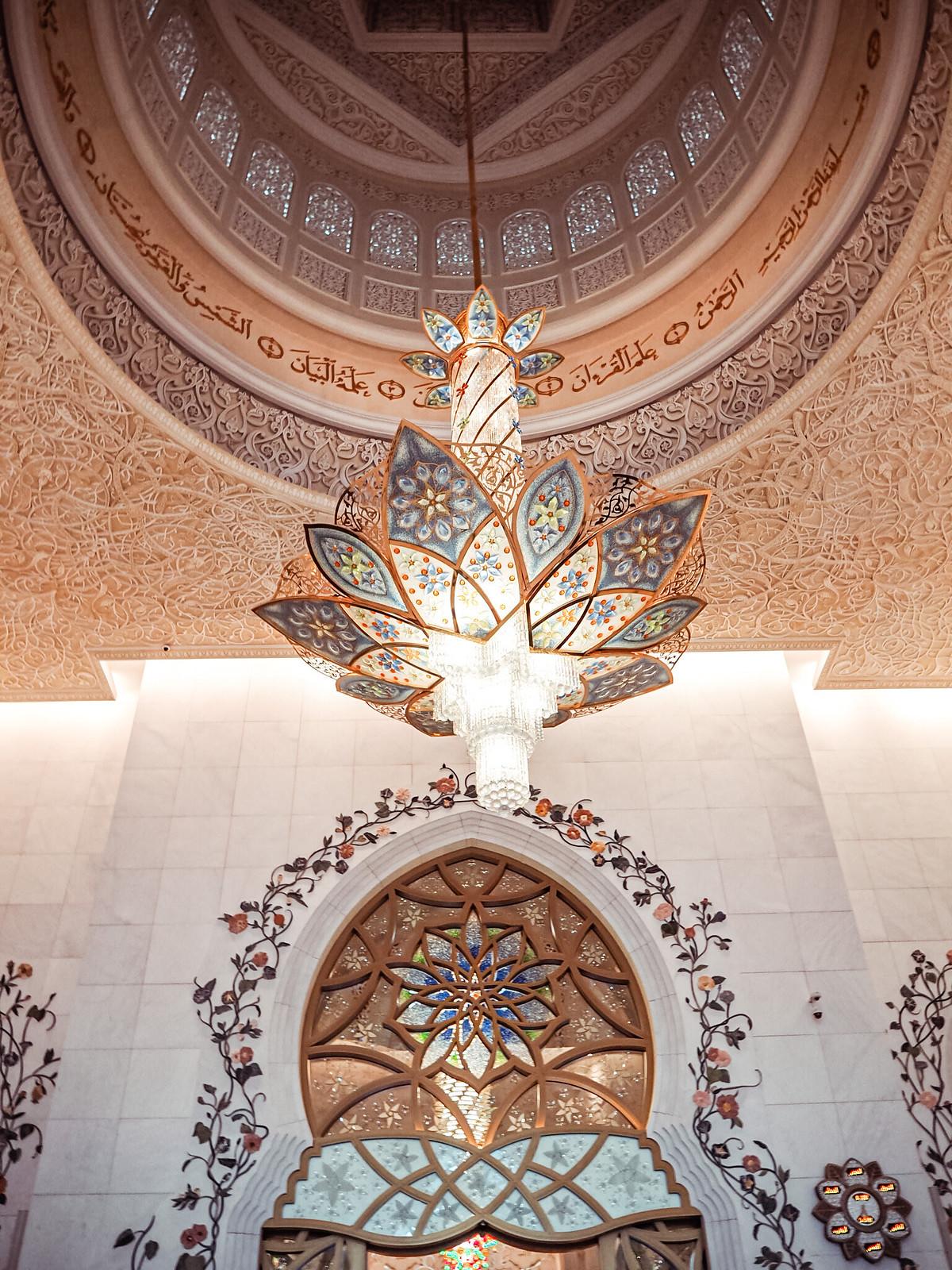 Sheikh Zayed Mosque inside