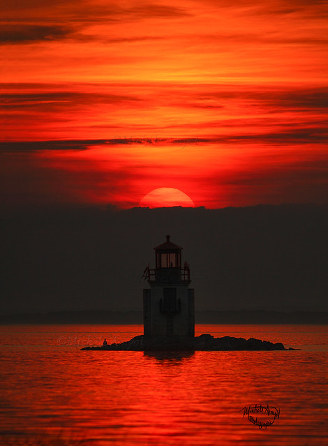 Le phare - Coucher de soleil / Sunset - The lighthouse