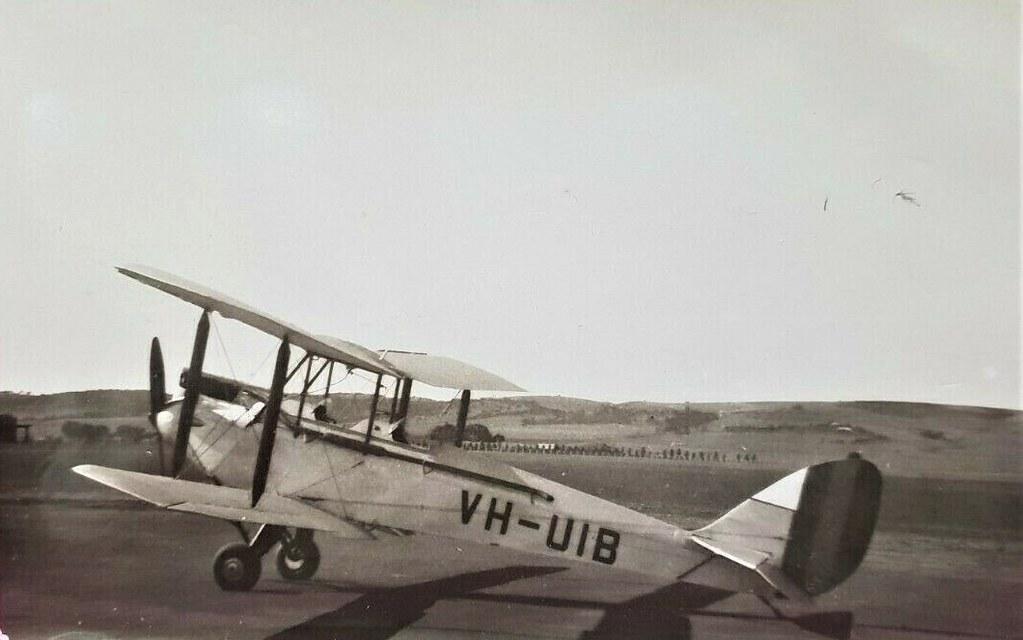Gipsy Moth plane VH-UIB - 1938