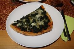 Spinat-Mozzarella-Pizza (meine Hälfte)