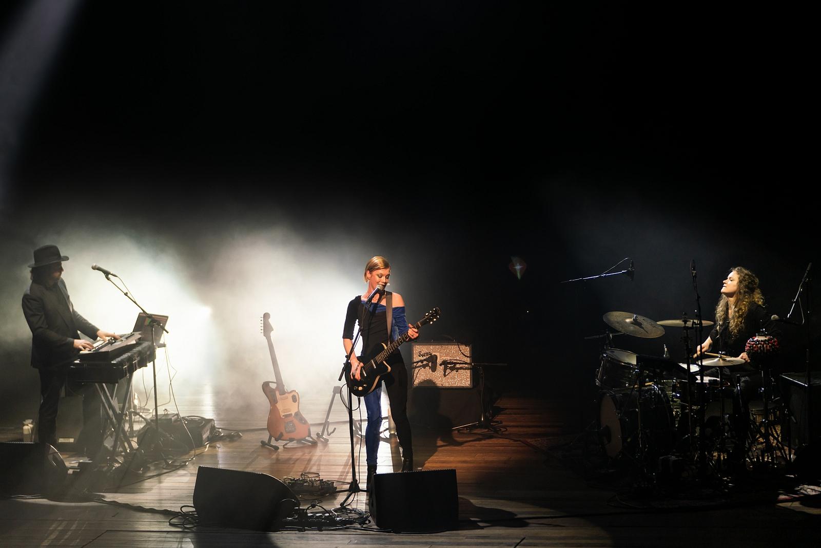 Trixie Whitley @ Roma 02-20--21