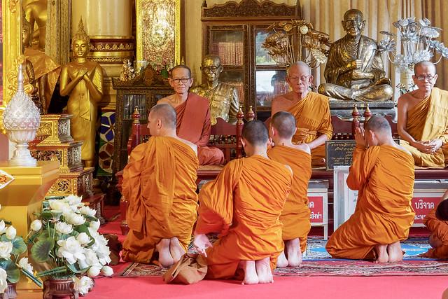 Étonnant face à face ..Wat Phra Singh..Chiang Mai