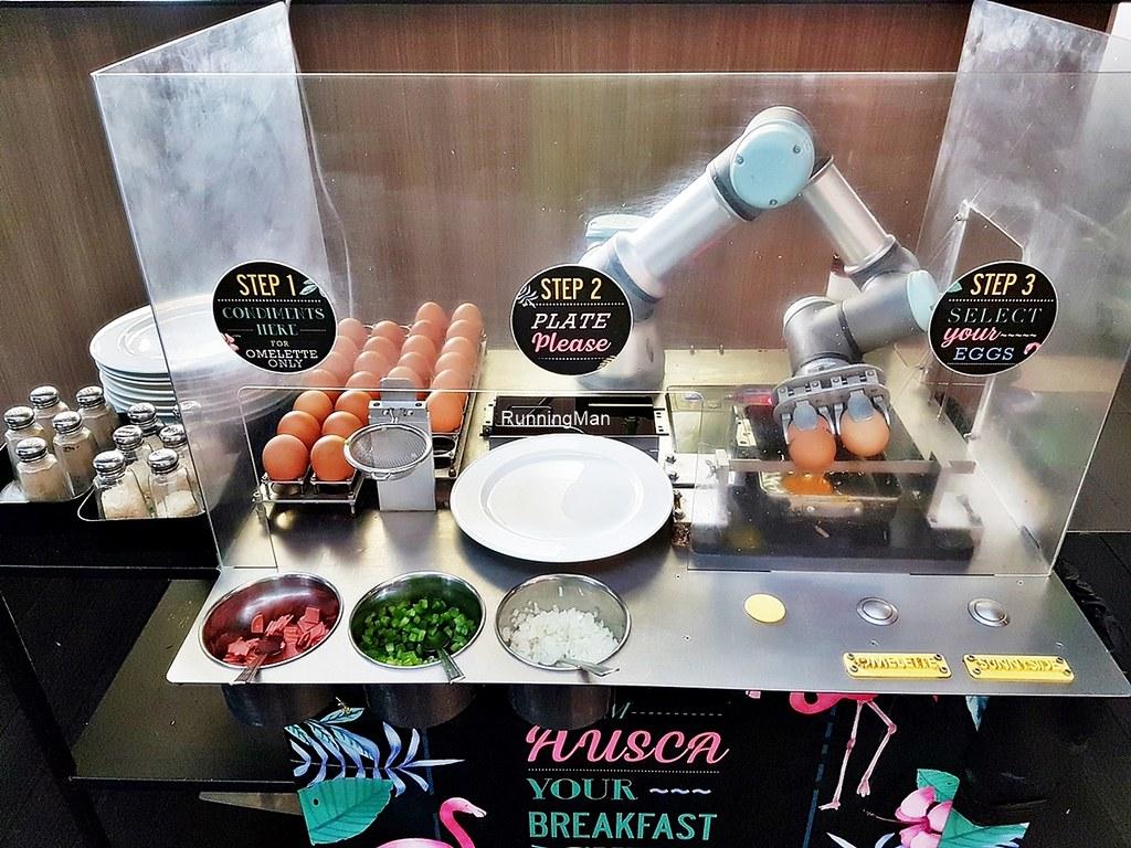 Studio M Hotel 13 - Egg Robot