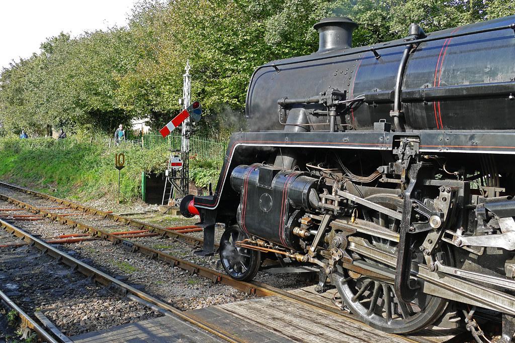 RD21271.  76017 at Ropley.