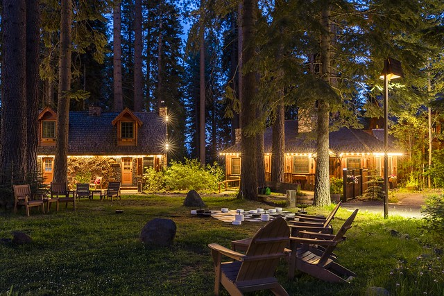 Cabins and Garden of Lake Tahoe Cottage Inn