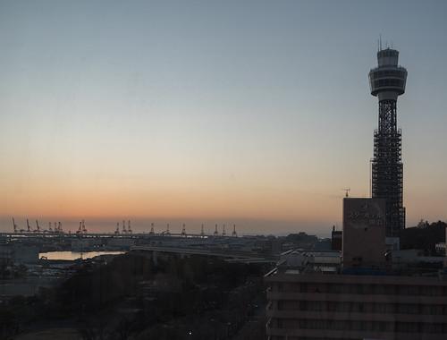 yokohama 横浜 横浜港 yokohamaport morningsun morning sunrise 本牧埠頭 朝日