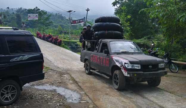 mobil-jemputan-dari-lokasi-finish-ke-asal-base-camp-senatah-adventure