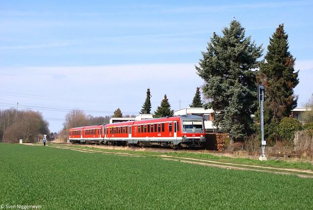 628 668 + 628 502 als RB38 von Düsseldorf Hbf nach Köln Messe/Deutz zwischen Paffendorf und Zieverich am 20.03.12