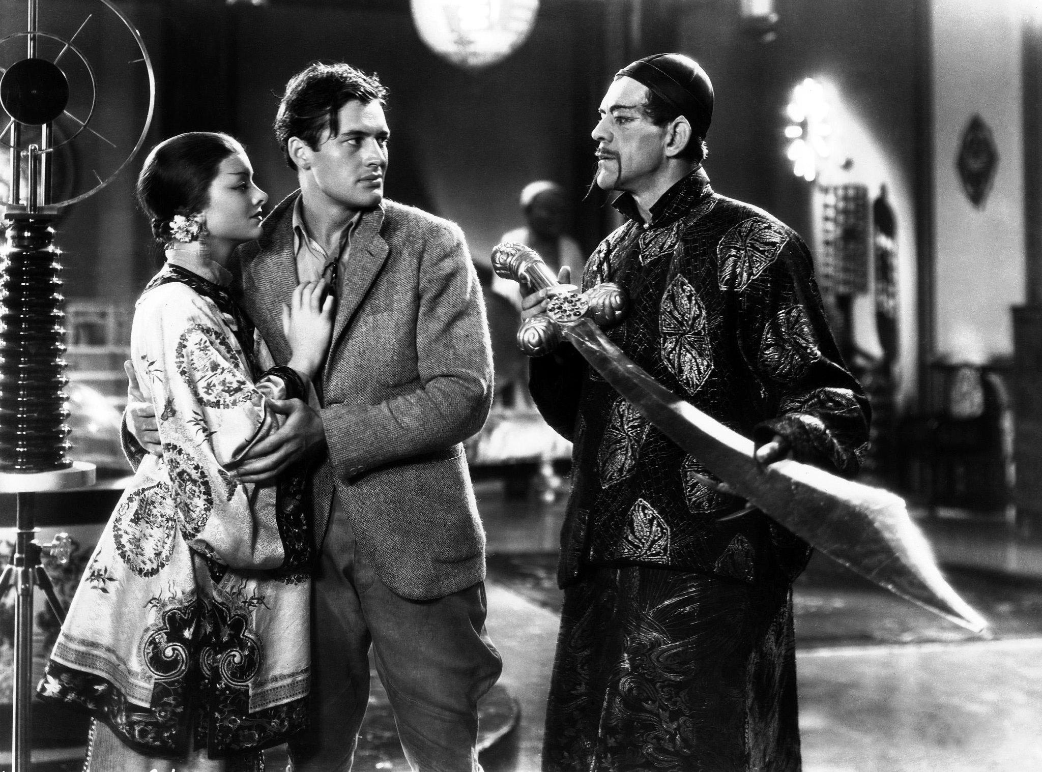 Myrna Loy, Charles Starrett et Boris Karloff dans le film Le Masque d'or (1932)