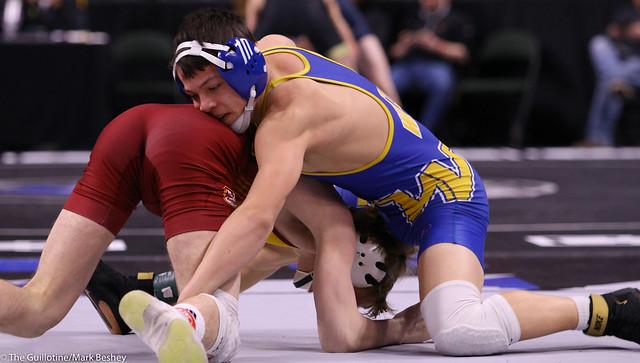 126AAA Semifinal - Derrick Cardinal (Forest Lake) 49-0 won by major decision over Kyler Wong (Wayzata) 39-5 (MD 16-5) - 200229amk0051