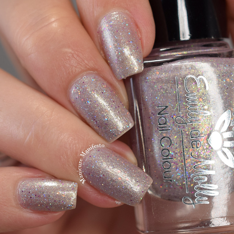 Emily de Molly It's Sunday Somewhere swatch