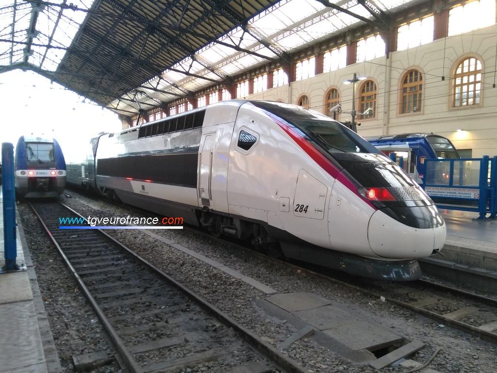 Le TGV Duplex 284 SNCF en livrée carmillon