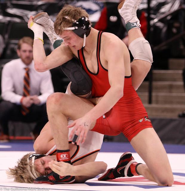 145AAA Semifinal - Luke Peterson (Farmington) 40-3 won by decision over Alex Kowalchyk (Coon Rapids) 40-11 (Dec 7-3) - 200229amk0173