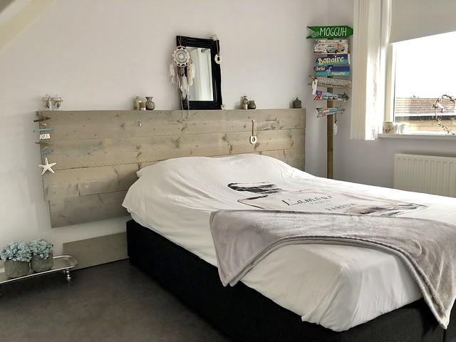 Houten hoofdbord bed logeerkamer Ibiza stijl