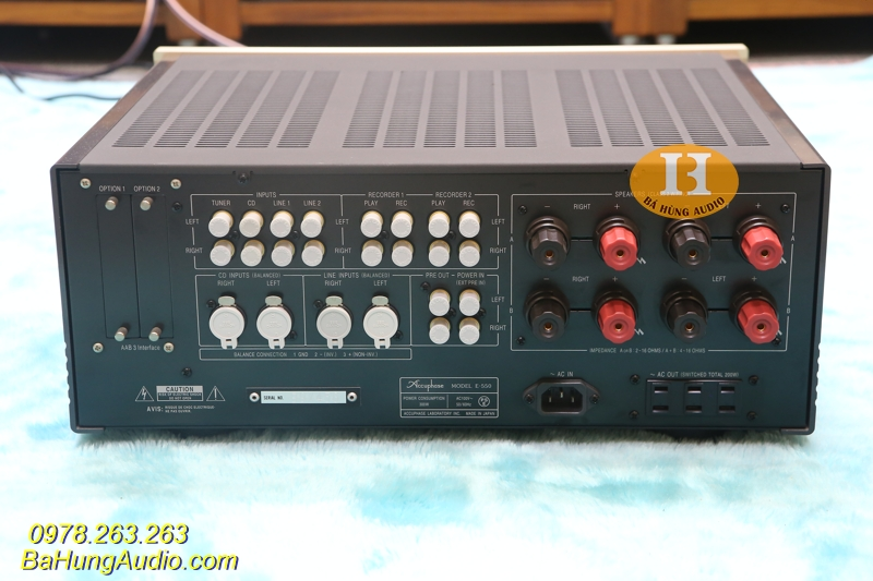 Amply Accuphase E550 áp dụng công nghệ âm lượng AAVA