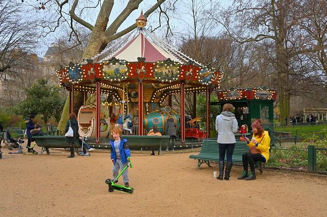 Paris - Parc Monceau / The carousel