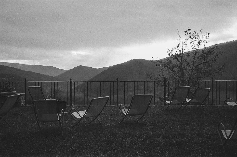 Retraite spirituelle en Ombrie - Une halte sur la terrasse pour regarder le temps qui passe