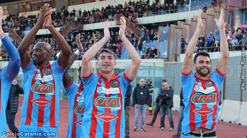 Beleck, Mazzarani e Curcio festeggiano dopo la vittoria sulla Vibonese