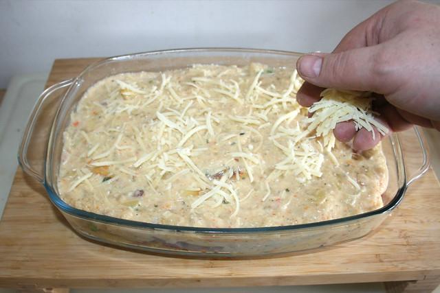 33 - Mit restlichen Käse bestreuen / Dredge with remaining cheese