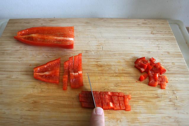 04 - Paprika würfeln / Dice bell pepper