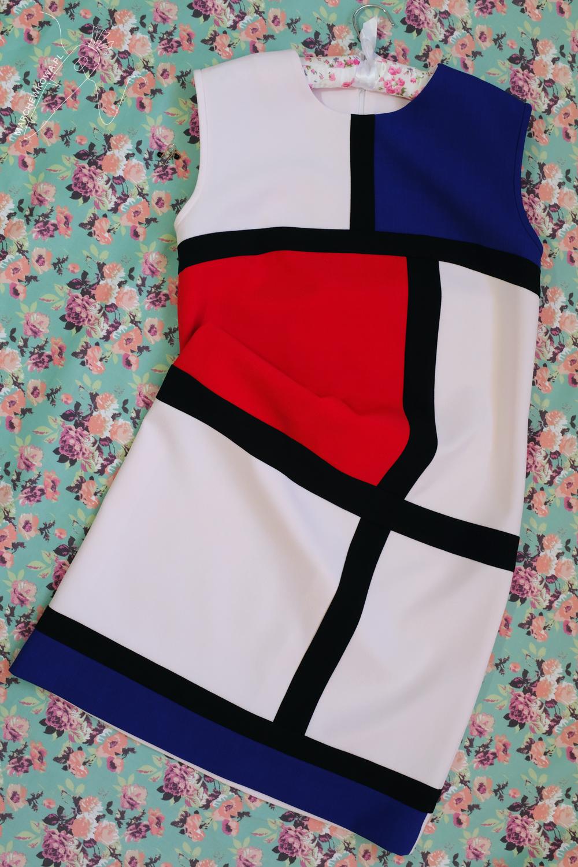 marchewkowa, blog, Wrocław, tu się szyje, rękodzieło, moda retro i vintage, rekonstrukcje, sukienka mondrianowska, kolory podstawowe, lata 60, sewing, handmade, Mondrian dress, Yves Saint Laurent, YSL, 1960s
