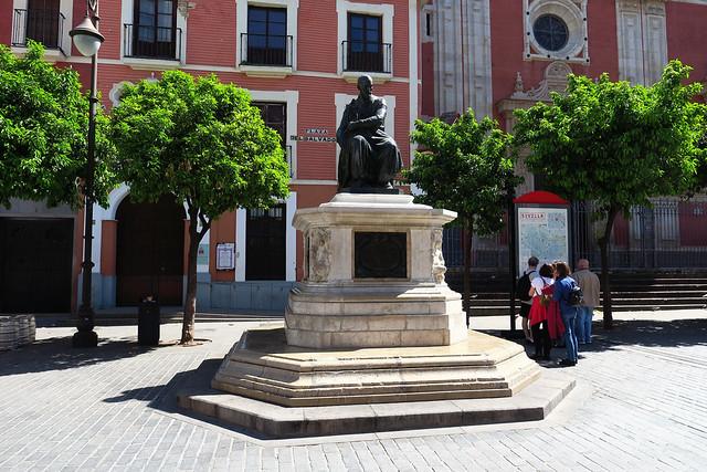 Plaza del Salvador Monumento a Martínez Montañés