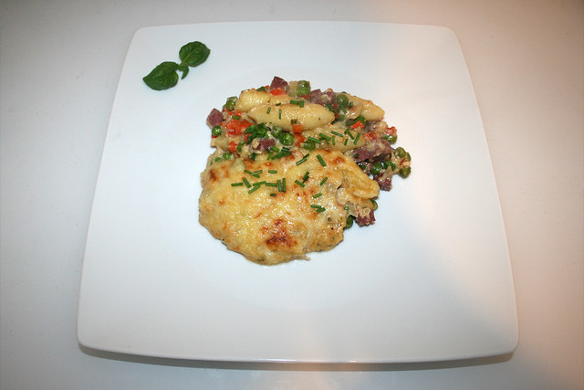 36 - Schupfnudel-Salami-Gratin - Serviert / Served