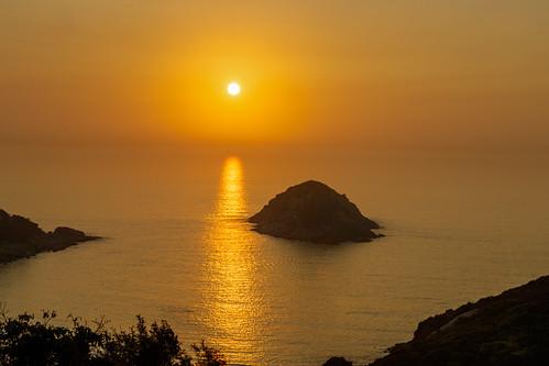 blackcygnuslimited keithmulcahy sheko sunrise reflections sea wtaer southerndistrict hongkong