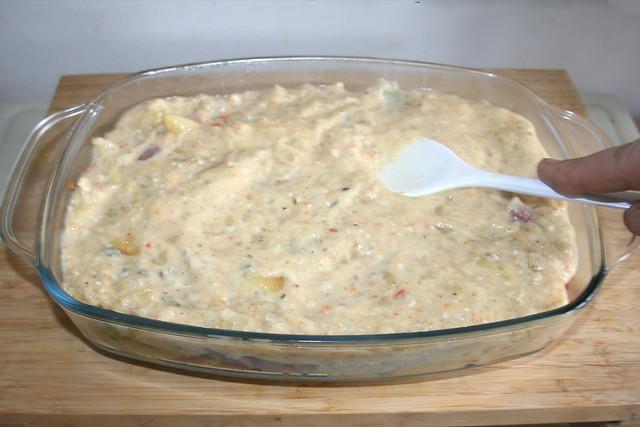 32 - Sauce gleichmässig verteilen / Spread sauce uniformly