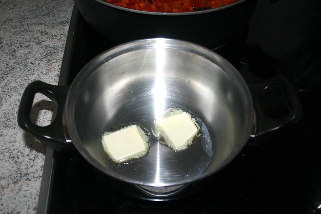 13 - Butter in Topf zerlassen / Melt butter in pot