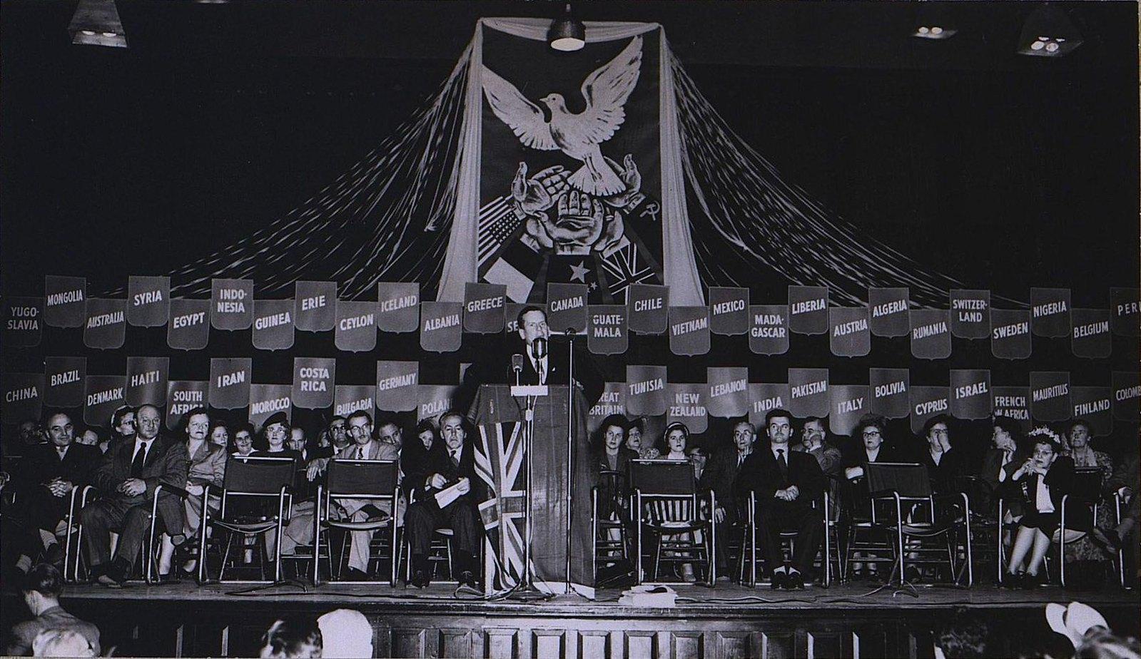 20. 1950-е. На съезде канадского конгресса сторонников мира