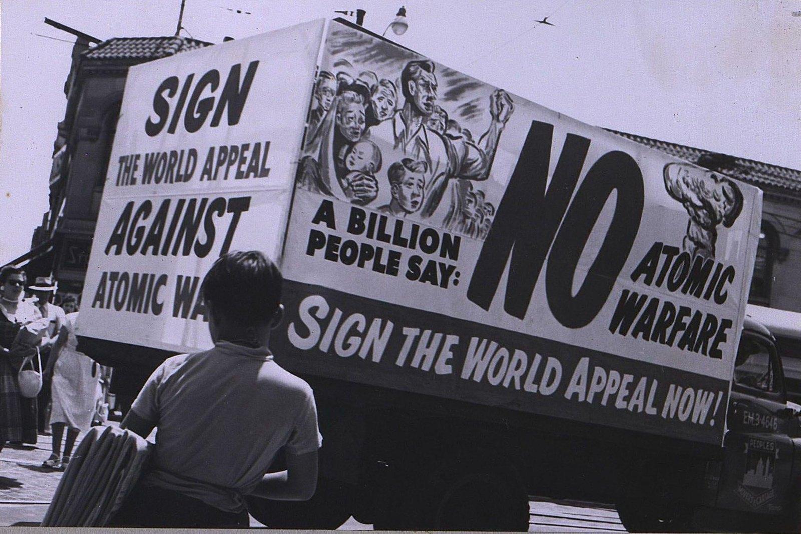 02. 1950. Агитационный автомобиль с призывом подписывать Стокгольмское воззвание